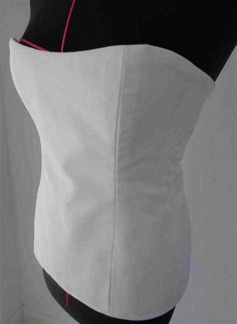 How to Make a Corset (quick + Easy)   Diy corset, Sewing