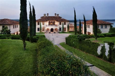 Mansion dream house: Traditional Italian-Style Mansion in