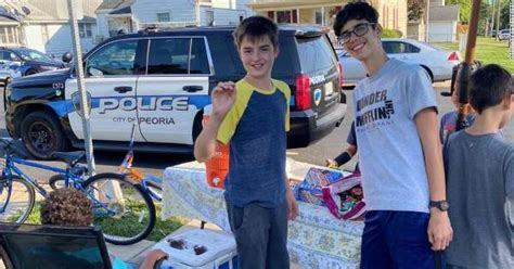 Two kids selling lemonade were robbed at gunpoint