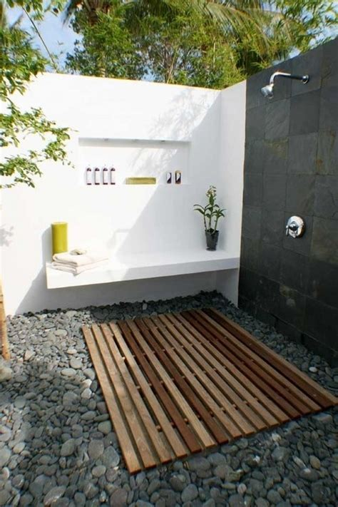 45 Outdoor Bathroom Designs That You Gonna Love - DigsDigs